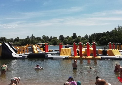 VASAROS GIDAS. Batutų parkas ant vandens