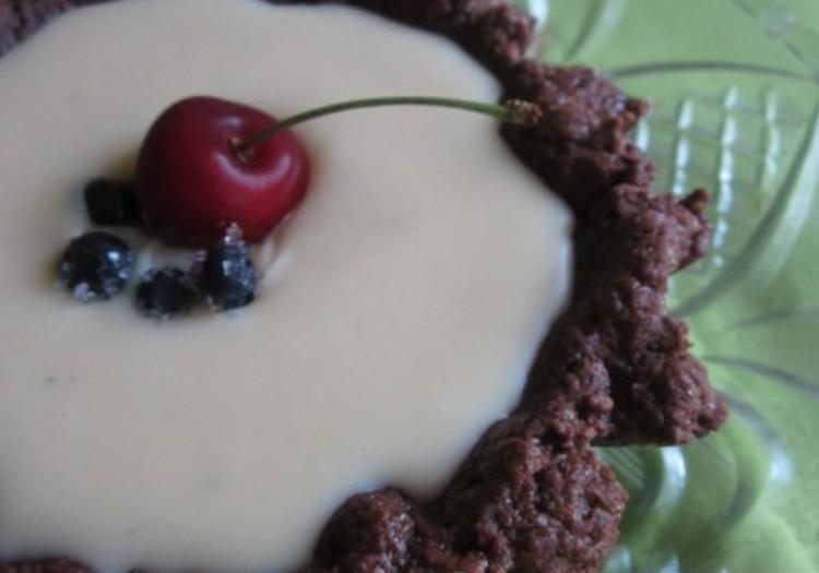 Šokoladinis pyragas su mėlynių želė ir baltuoju šokoladu