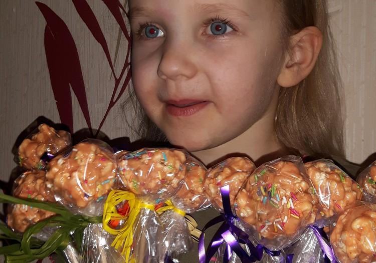 Augustės dienoraštis: ruošiamės Kaziuko mugei darželyje (gaminame cake pop's iš pop corn)