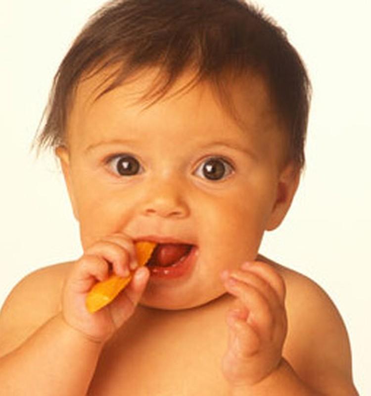 Ką valgyti 1 metų mažyliui: mamų patirtis ir receptai