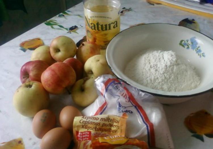 Neri šeimos obuolių pyragas