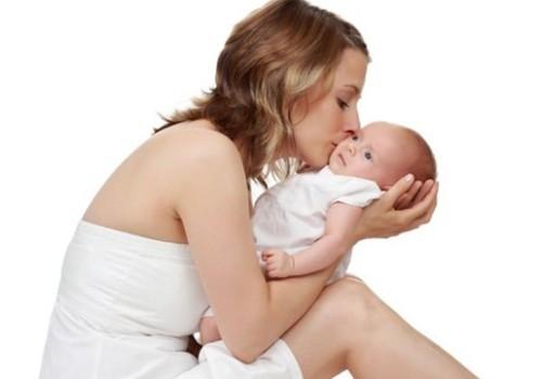 Kodėl pavalgęs pienuko kūdikis ima spiegti?