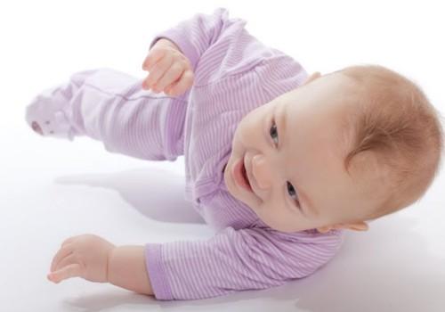 5 mėnesių kūdikis visiškai nenori vartytis: kineziterapeutės patarimai