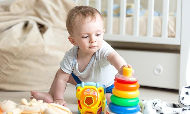 Kokie žaislai įdomūs mažajam vaikščiotojui?