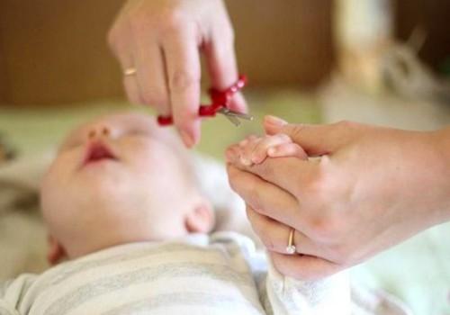 FOTO patarimai, kaip apkirpti kūdikiui nagučius
