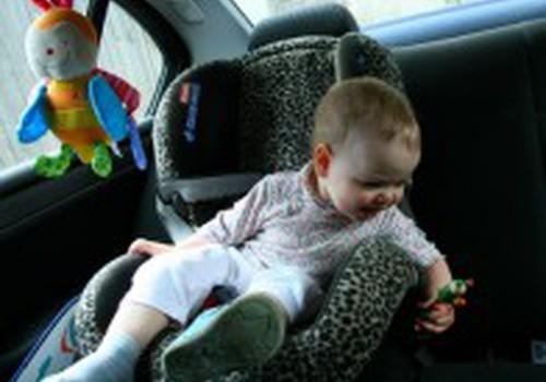 Kaip ilgai būti automobilio kėdutėje?