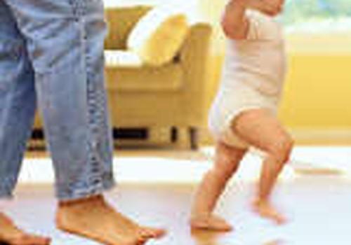 7-8 mėnesių mažylis nori vaikščioti: ne per anksti?