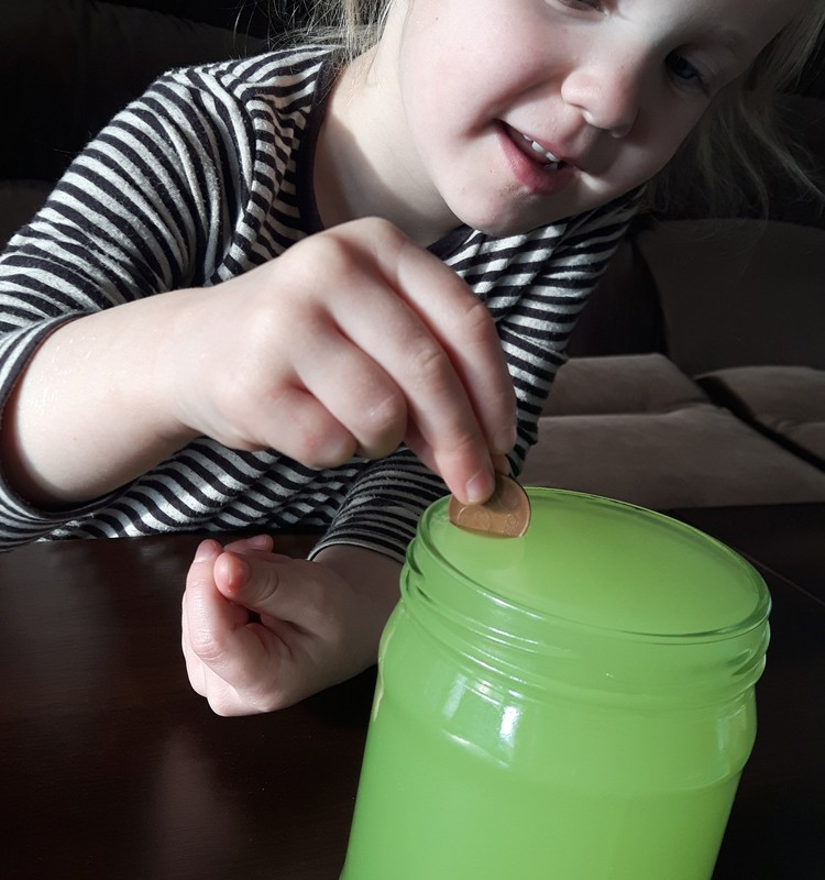 Augustės dienoraštis:  eksperimentai su vandeniu