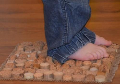 Pėdučių mankšta ant rankų darbo kilimėlių