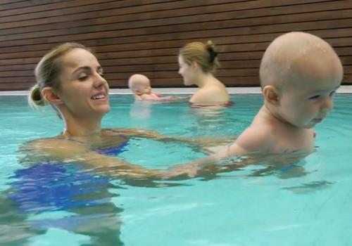 VIDEO: Indrės sūnelio Aleksandro pirmosios maudynės baseine