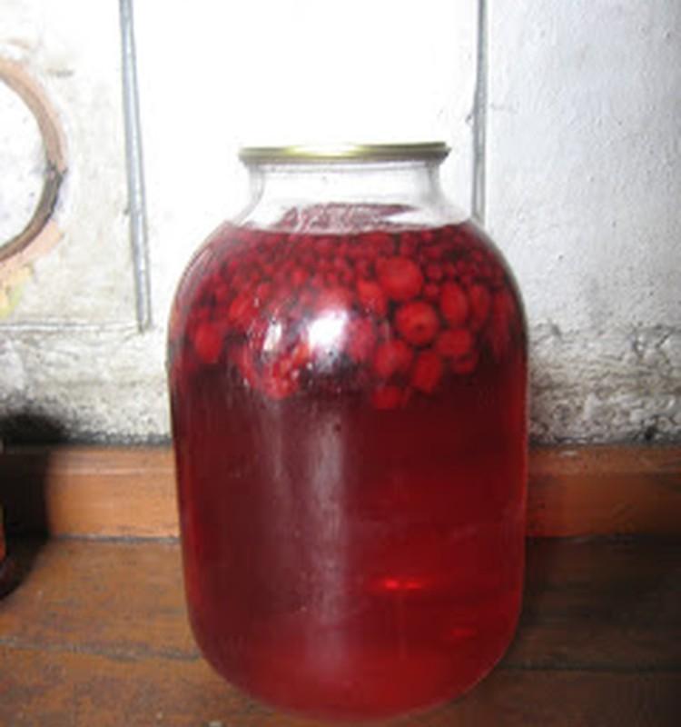 Vyšnių ir serbentų kompotas