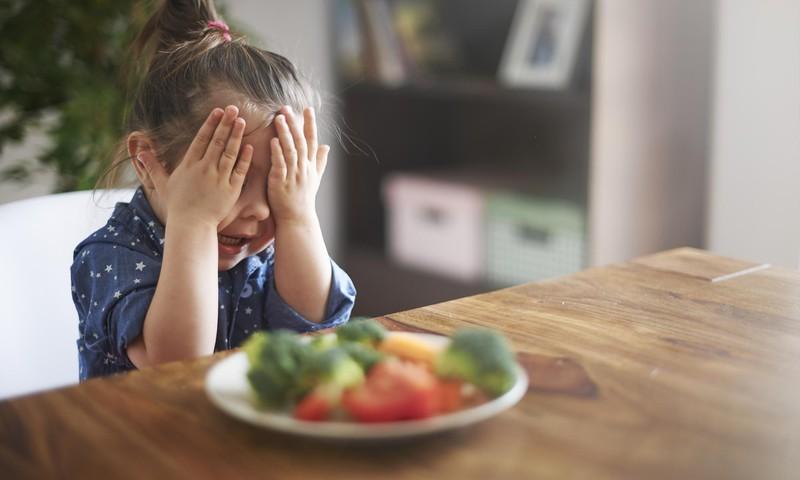 Kaip paskatinti vaikus valgyti vaisius ir daržoves