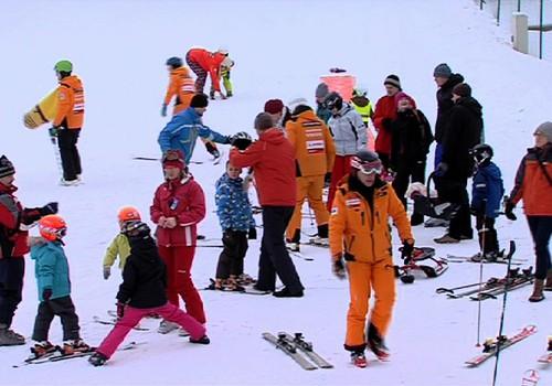 TV Mamyčių klubas 2016 12 04: mokomės slidinėti su vaiku, maudomės ir mėgaujamės motinyste