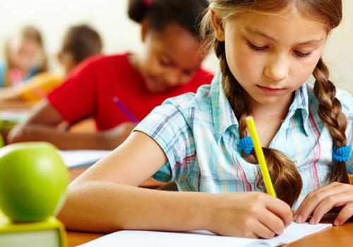 Mokyklose populiarėjančios elektroninės pratybos lengvina vaikų kuprines