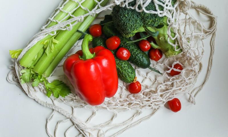 Atgaivina ne tik vanduo: 5 daržovės, kurias verta valgyti karštą vasaros dieną + 2 RECEPTAI