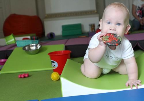 Pikler metodika: pagarba vaikui, bendradarbiavimas, kasdienis rūpestis neskubant