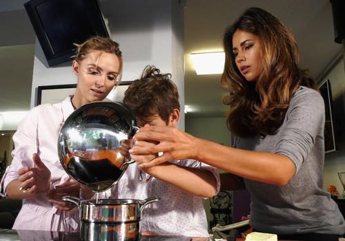 """VIDEO """"Gaminame su vaikais"""": skysto omleto ir vasaros deserto receptas"""