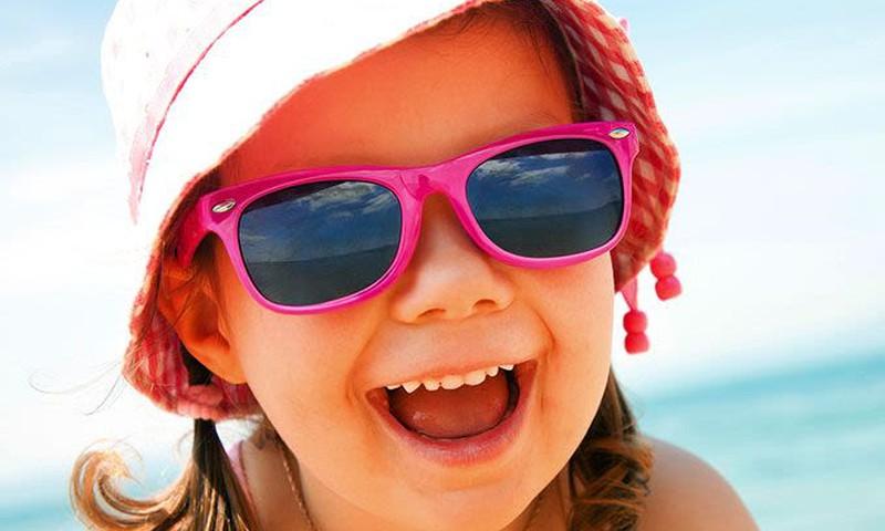 Ar būtini vaikams akinukai nuo saulės?