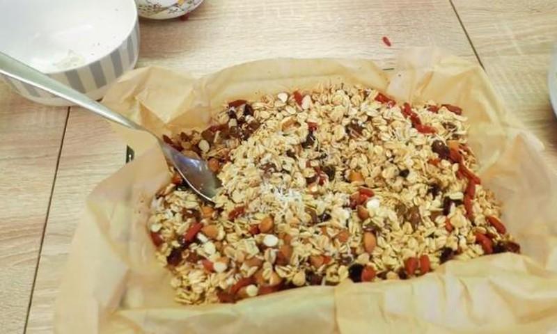 Kaip pasigaminti sveikuolišką GRANOLĄ+ receptas