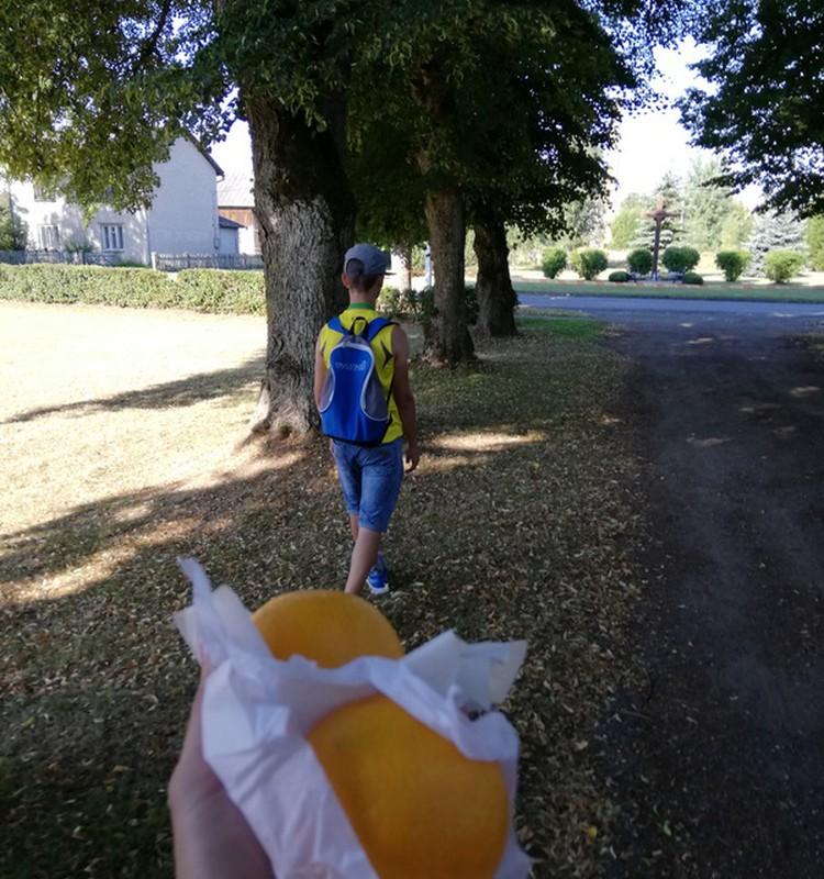 """TOKIA MŪSŲ KASDIENYBĖ. Pėsčiųjų žygis """"Apelsinų kontrabanda"""""""