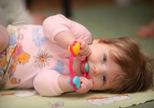 Kaip išrinkti mažyliui pirmuosius žaislus?