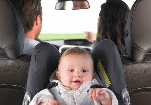 Ar automobilinėje kėdutėje mažylį sodinate nugara į važiavimo kryptį?