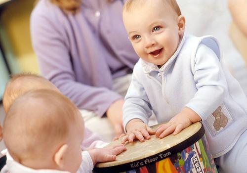 Kada pradėti lankyti muzikos pamokėles kūdikiams?