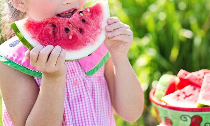 Vaikų dietologė: kaip nedaryti klaidų maitinant mažuosius vaikus?