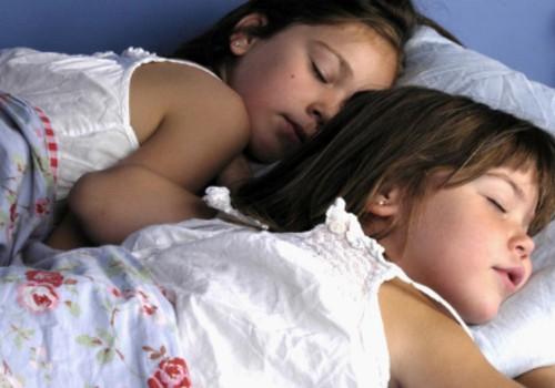 Kada vaikas nustoja miegoti dieną?
