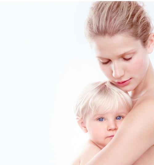 Dermatologės patarimai, kaip prižiūrėti sausą kūdikių odą nuo pirmųjų dienų