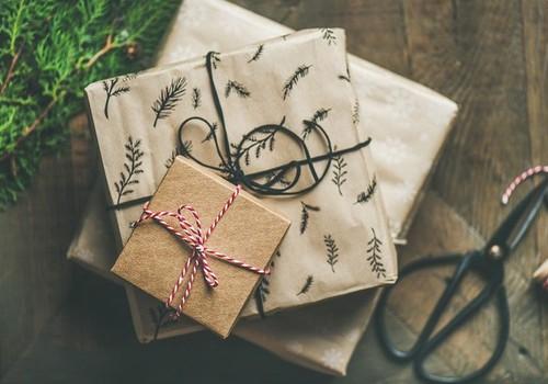 5 skanios idėjos, ką dovanoti ir kaip supakuoti šventines dovanas